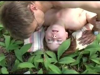 Русская молодуха боиться заниматься сексом
